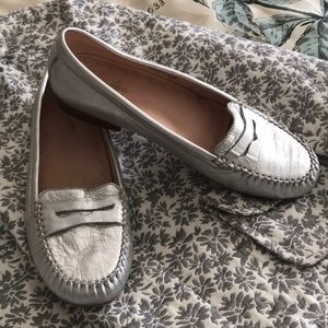 Dexflex handmade silver leather loafer 8 1/2 med